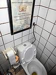 Umieszczona w toalecie karta menu restauracji. Lublin, rynek starego miasta