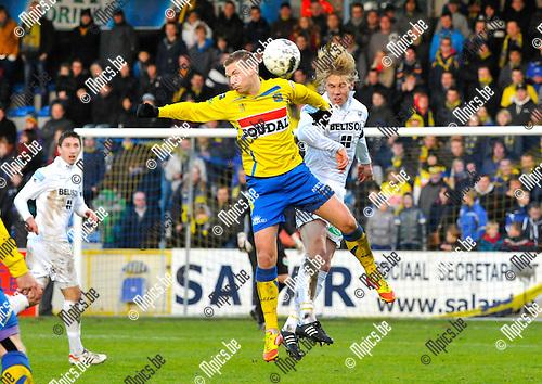 2012-12-02 / voetbal / seizoen 2012-2013 / Westerlo St-Truiden / Een luchtduel tussen Kevin Vandenbergh (l) (Westerlo) en Ivo Rossen (r) (St-Truiden)