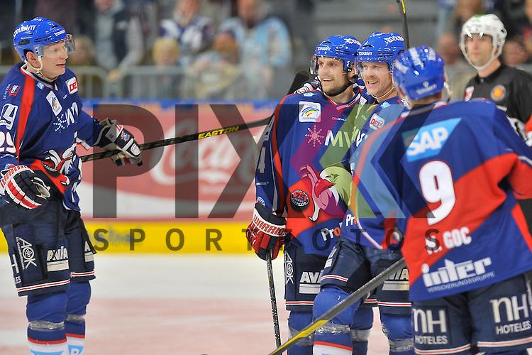 Mannheim 18.11.12, DEL, Adler Mannheim - Hamburg Freezers, Torjubel zum 5:3 von Mannheims Denis Reul (Nr.29), Mannheims Dennis Seidenberg (Nr.4), dem Torschuetzen Mannheims Craig MacDonald (Nr.10) und Mannheims Marcel Goc (Nr.9) <br /> <br /> Foto &copy; Ice-Hockey-Picture-24 *** Foto ist honorarpflichtig! *** Auf Anfrage in hoeherer Qualitaet/Aufloesung. Belegexemplar erbeten. Veroeffentlichung ausschliesslich fuer journalistisch-publizistische Zwecke. For editorial use only.