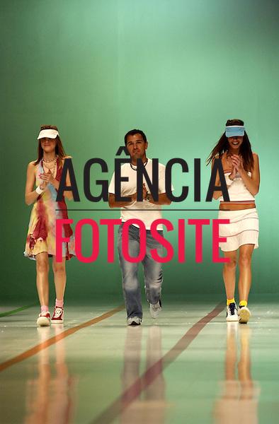 Rio de Janeiro, Brasil – 09/07/2003 - Desfile de Sandpiper durante o Fashion Rio -  verão 2004. Foto: Agência Fotosite