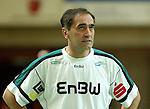 Handball Herren, 1.Bundesliga 2003/2004 Goeppingen (Germany) FrischAuf! Goeppingen - Wilhelmshavener HV (25:27) Trainer Milomir Mijatovic (FAG) ratlos.
