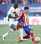 Atletico de Madrid's Oliver Torres (r) and Granada Club de Futbol's Abdoulaye Doucoure during La Liga match. April 17,2016. (ALTERPHOTOS/Acero)