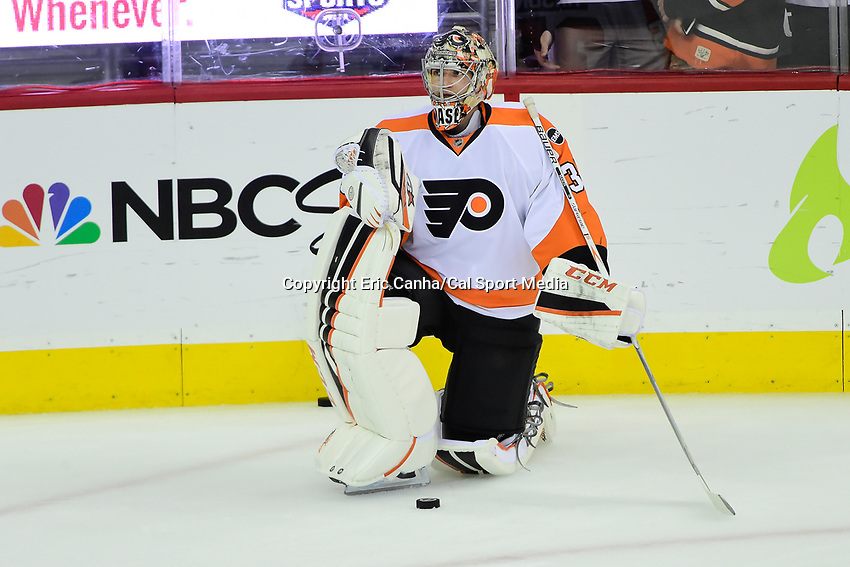 Friday, April 22, 2016: Philadelphia Flyers goalie Steve Mason (35) waits to warm up before game 5 of the first round of the National Hockey League Eastern Conference playoffs  between the Philadelphia Flyers and the Washington Capitals held at the Verizon Center in Washington, DC. The Flyers defeat the Capitals 2-0. Eric Canha/CSM
