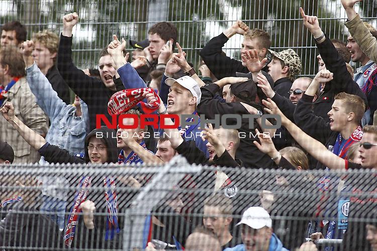 RLN 2007/2008 6. Spieltag Hinrunde<br /> BSV Kickers Emden - Wuppertaler SV Borussia<br /> <br /> Wuppertaler Fans <br /> <br /> Foto &copy; nph (  nordphoto  )<br /> <br /> <br /> <br />  *** Local Caption ***