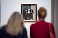 """Die Ausstellung """"Picasso. Das spaete Werk"""" wird vom 9. Maerz bis 16. Juni 2019 im Potsdamer Museum Barberini gezeigt.  Alle Leihgaben, Gemaelde, Keramiken, Skulpturen und Graphiken von Pablo Picasso (1881–1973), stammen aus der Sammlung Jacqueline Picasso (1927–1986).<br /> In der von Gastkurator Bernardo Laniado-Romero getroffenen Auswahl befinden sich zahlreiche Werke, die erstmalig in Deutschland gezeigt werden sowie einige, die zum ersten Mal in einem Museum praesentiert werden.<br /> Im Bild: """"Jacqueline mit schwarzem Schal"""", Oel auf Leinwand, vom 11. Oktober 1954.<br /> 7.3.2019, Potsdam<br /> Copyright: Christian-Ditsch.de<br /> [Inhaltsveraendernde Manipulation des Fotos nur nach ausdruecklicher Genehmigung des Fotografen. Vereinbarungen ueber Abtretung von Persoenlichkeitsrechten/Model Release der abgebildeten Person/Personen liegen nicht vor. NO MODEL RELEASE! Nur fuer Redaktionelle Zwecke. Don't publish without copyright Christian-Ditsch.de, Veroeffentlichung nur mit Fotografennennung, sowie gegen Honorar, MwSt. und Beleg. Konto: I N G - D i B a, IBAN DE58500105175400192269, BIC INGDDEFFXXX, Kontakt: post@christian-ditsch.de<br /> Bei der Bearbeitung der Dateiinformationen darf die Urheberkennzeichnung in den EXIF- und  IPTC-Daten nicht entfernt werden, diese sind in digitalen Medien nach §95c UrhG rechtlich geschuetzt. Der Urhebervermerk wird gemaess §13 UrhG verlangt.]"""