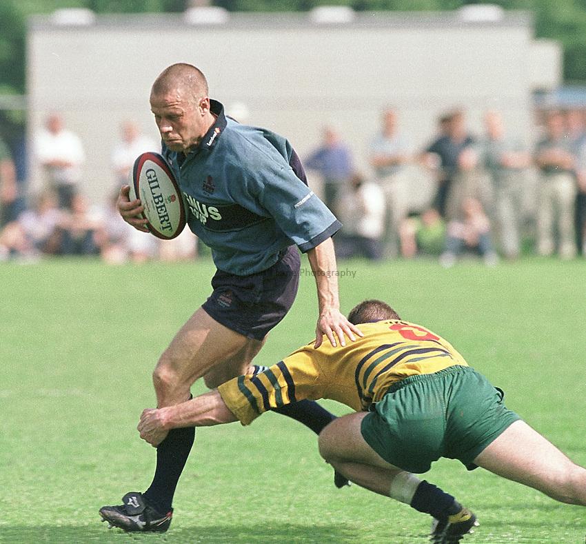 Photo. Peter Spurrier.Henley v Rotherham. Allied Dunbar Div. 2. 6-5-2000. .David Scully attacks.