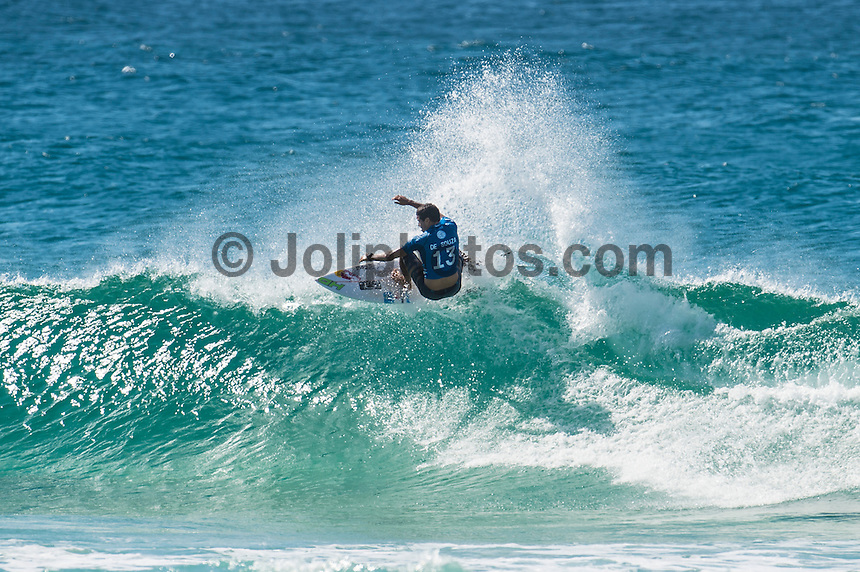 Snapper Rocks, COOLANGATTA, Queensland/Australia (Thursday, March 12, 2015) Adriano de Souza (BRA) .- Competition at the Quiksilver Pro Gold Coast continued running through Rounds 3,4 and 5 today at Snapper Rocks. The world&rsquo;s best surfers battled through tough conditions to avoid elimination and earn a place in the Quarter Finals. There were a number of upsets through the day with Top Seeds, John John Florence (HAW), Kelly Slater (USA) and Joel Parkinson (AUS) eliminated from the contest. <br /> -  Photo: joliphotos.com