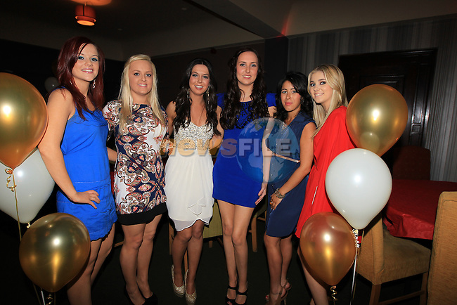 Louise McKeever 21th in the Star Bar.Clare Rathborne, Clare Phelan, Louise McKeever, Shauna Doyle, Jane Ludlow and Shauna Doherty..Picture Fran Caffrey www.newsfile.ie..