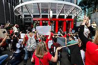 SAO PAULO, SP, 22 SETEMBRO 2012 - PROTESTO PROTECAO ANIMAL - Manifestantes durante ato pelo fim da crueldade e exploração de animais, realizada na tarde deste sábado (22) na Avenida Paulista em Sao Paulo.<br /> (FOTO: WILLIAM VOLCOV / BRAZIL PHOTO PRESS).