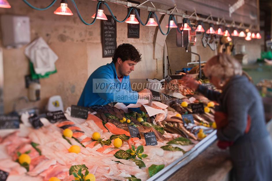 Europe/France/Poitou-Charentes/17/Charente-Maritime/Ile de Ré/La Flotte-en-Ré: le marché -Marché médiéval du XII  ème siècle - Etal du poissonnier