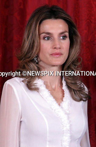 """CROWN PRINCESS LETIZIA.at the gala dinner for the visiting Hungarian President Laszlo Solyom and his wife, Erzsebet Solyom, Madrid_16/11/2009.Mandatory Credit Photo: ©NEWSPIX INTERNATIONAL..**ALL FEES PAYABLE TO: """"NEWSPIX INTERNATIONAL""""**..IMMEDIATE CONFIRMATION OF USAGE REQUIRED:.Newspix International, 31 Chinnery Hill, Bishop's Stortford, ENGLAND CM23 3PS.Tel:+441279 324672  ; Fax: +441279656877.Mobile:  07775681153.e-mail: info@newspixinternational.co.uk"""