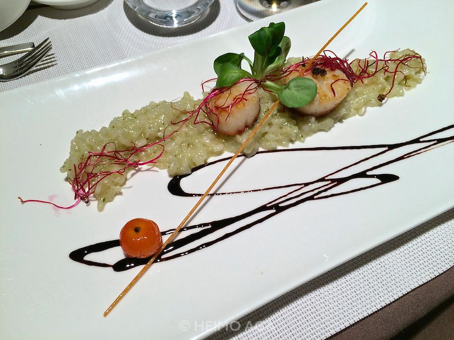 Vienna, Austria. Restaurant Five Senses.<br /> Risotto | Petersilie | Jacobsmuschel<br /> Risotto | parsley | scallop