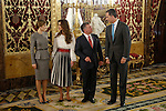 King Felipe VI of Spain (R) and Queen Letizia of Spain (L) receive King Abdullah II of Jordan (2R) and Queen Rania of Jordan at Royal Palace in Madrid, Spain. November 20, 2015. (ALTERPHOTOS/Pool)