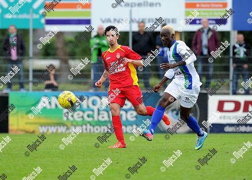 2013-09-22 / Voetbal / seizoen 2013-2014 / Kapellen - La Louvi&egrave;re / Youssef Boulaouali (l. Kapellen) met Yattara<br /><br />Foto: Mpics.be
