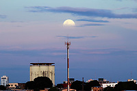 MANAUS, AM, 20.01.2019: SUPERLUA-MANAUS - Superlua vista da Ponte sob o Rio Negro, na tarde deste domingo (20), no bairro compensa, zona oeste da cidade. (Foto: Sandro Pereira/Codigo19)