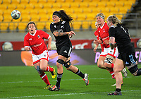 Rawinia Everitt passes during the 2017 International Women's Rugby Series rugby match between the NZ Black Ferns and Canada at Westpac Stadium in Wellington, New Zealand on Friday, 9 June 2017. Photo: Dave Lintott / lintottphoto.co.nz