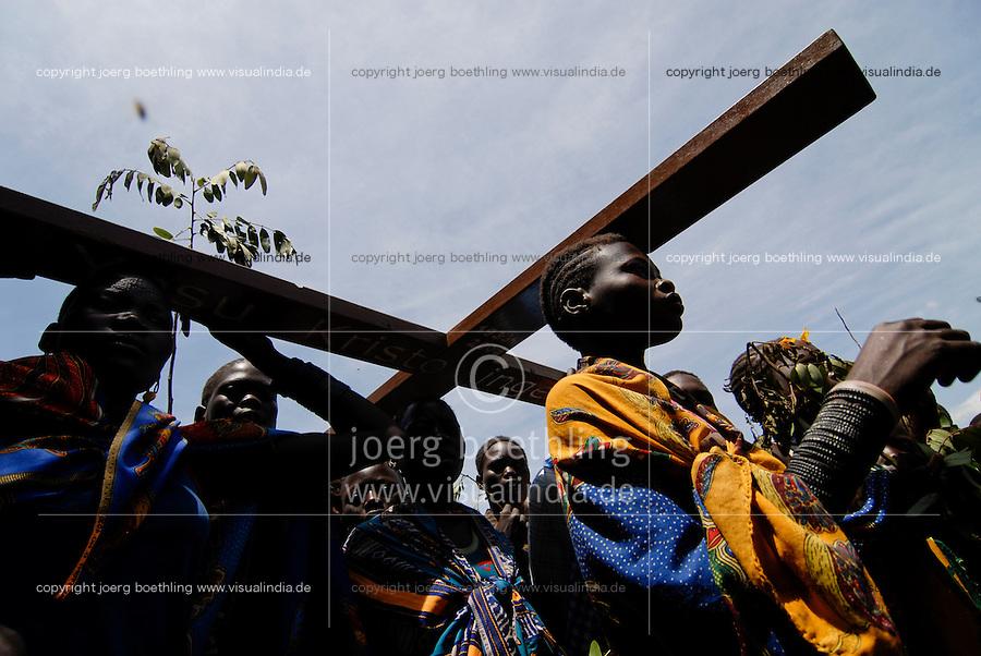 UGANDA Karamoja , Karimojong a pastoral tribe , procession and christian mass  / UGANDA Karamoja , Volk der Karimojong , Prozession und christliche Messe unter freiem Himmel