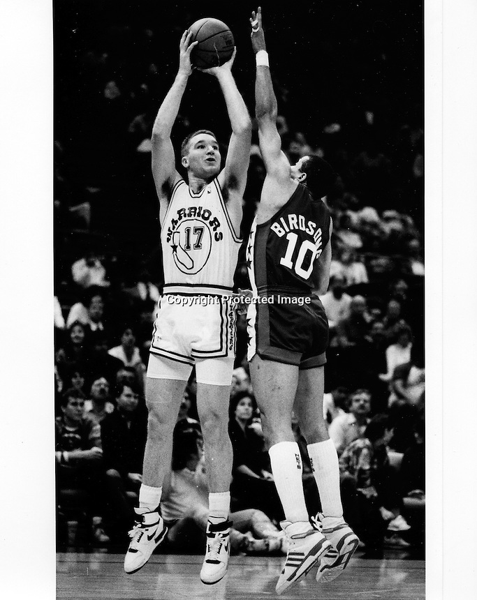 Golden State Warrior Chris Mullin (photo by Ron Riesterer)