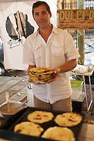 Europe/France/Corse/2B/Haute-Corse/Cap Corse/Nebbio/Bastia: Marché, Place du Marché - Sur un étal du marché, préparation des Migliacciola, recette corse à base de fromage de brebis et chêvre, petit lait, farine de blé, oeuf, sel cuite sur la pierre au feu de bois [Non destiné à un usage publicitaire - Not intended for an advertising use]