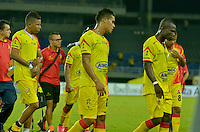 PEREIRA - COLOMBIA - 30-11-2015: Los jugadores de Deportivo Pereira, se retiran de la cancha luego de perder el ascenso a la primera división del futbol colombiano, tras vencer a Union Magdalena, durante partido por la fecha 6 de los cuadrangulares semifinales del Torneo Aguila II entre Deportivo Pereira y Union Magdalena, jugado en el estadio Hernan Ramirez Villegas de la ciudad de Pereira. / The players of Deportivo Pereira, leaveout the field after losing the promotion to the first division of Colombian soccer, after beating Union Magdalena, during a match for the date 6 for the quadrangular semifinals of the Torneo Aguila II between Deportivo Pereira and Union Magdalena, ??played at the Hernan Ramirez Villegas stadium in Pereira city. Photo: VizzorImage / Inti / Cont.