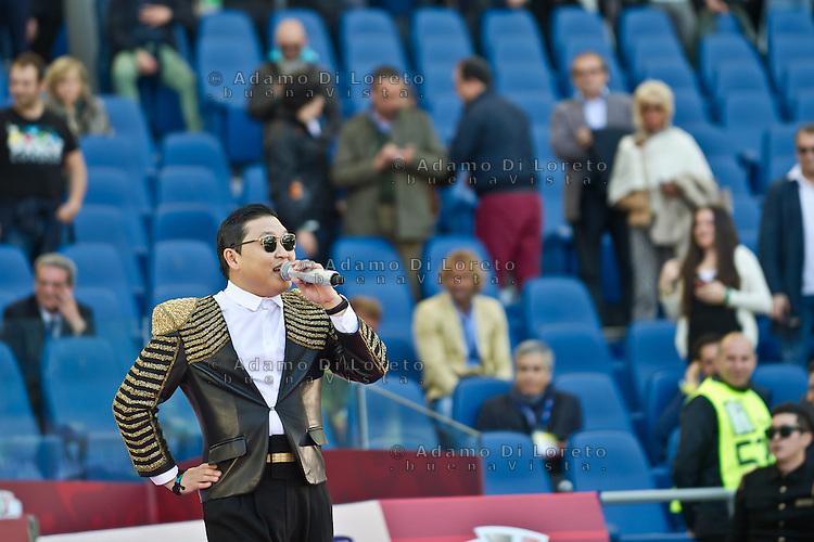 Roma 26/05/2013: Il cantante coreano Psy, Mr. Gangnam Style, si esibisce in concerto prima della finale di Coppa Italia allo stadio Olimipico.  Foto Adamo Di Loreto/BuenaVista*photo