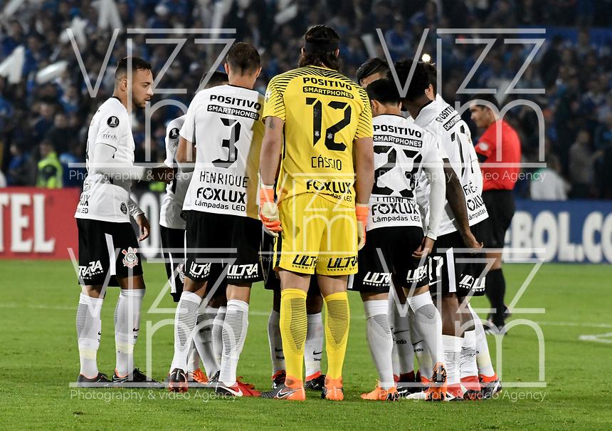 BOGOTA - COLOMBIA – 28 - 02 - 2018: Los jugadores de Corinthians (BRA), durante partido entre Millonarios (COL) y Corinthians (BRA), de la fase de grupos, grupo 7, fecha 1 de la Copa Conmebol Libertadores 2018, en el estadio Nemesio Camacho El Campin, de la ciudad de Bogota. / The players of Corinthians (BRA), during a match between Millonarios (COL) and Corinthians (BRA), of the group stage, group 7, 1st date for the Conmebol Copa Libertadores 2018 in the Nemesio Camacho El Campin stadium in Bogota city. VizzorImage / Luis Ramirez / Staff.