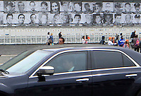 L'auto del  Minoistro degli interni Angelino Alfano passa davanti ai manifesti che ritraggono le vittime innocenti della malavita, esposti sulla facciata del palazzo reale di Napoli