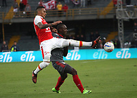 BOGOTA - COLOMBIA, 28-01-2018: Yeison Gordillo (Izq.) jugador del Independiente Santa Fe disputa el balón conAvimiled Rivas (Der.) jugador del América de Cali durante partido por la final del Torneo Fox Sports 2018 jugado en el estadio Nemesio Camacho El Campin de la ciudad de Bogotá. / : Yeison Gordillo(L) Independiente player Santa Fe fights the ball with Avimiled Rivas (R) player of América de Cali during match for the final of the Fox Sports Tournament 2018 played at the Nemesio Camacho stadium El Campin in the city of Bogotá. Photo: VizzorImage / Felipe Caicedo / Staff.