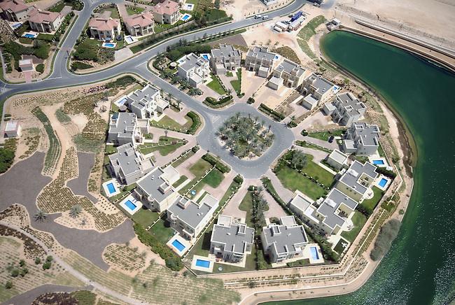 Vue des villas du Palm Island. *** The villas of Palm Island.