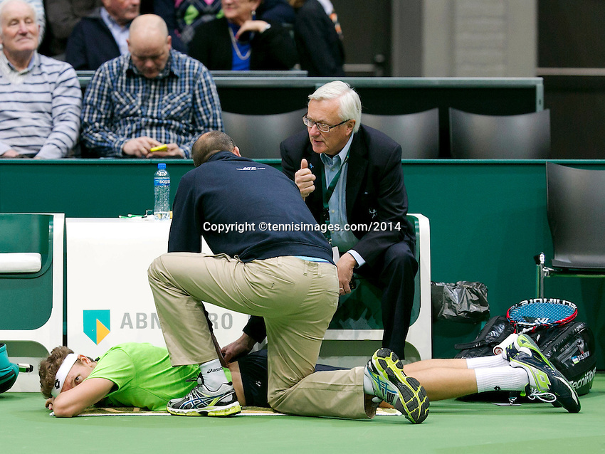 11-02-14, Netherlands,Rotterdam,Ahoy, ABNAMROWTT,Denis Istomin(OEZ) receiving medical time<br /> Photo:Tennisimages/Henk Koster