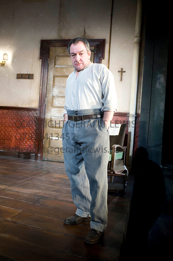 A View From The Bridge by Arthur Miller,directed by Lindsay Posner. With Ken Stott as Eddie.Opens at The Duke of York's Theatre  on  5/2/09. CREDIT Geraint Lewis