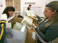 ELEZIONI LO SCRUTINIO DELLE SCHEDE.FOTO CIRO DE LUCA