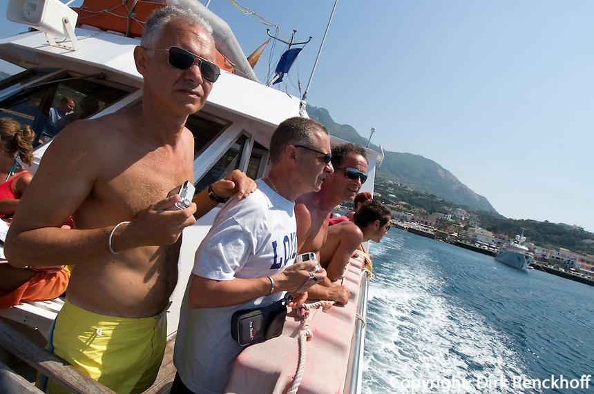 Italien, Ischia, Ausflugsboot vor Porto