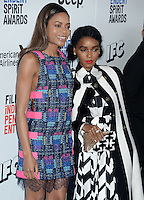 SANTA MONICA, 25.02.20-17 - SPIRIT-AWARDS -  Naomie Harris, Janelle Monae durante Film Independent Spirit Awards em Santa Monica na California nos Estados Unidos (Foto: Gilbert Flores/Brazil Photo Press/Folhapress)