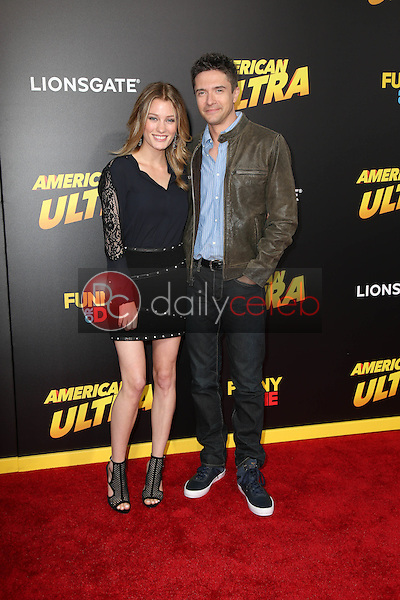 Ashley Hinshaw, Topher Grace<br />