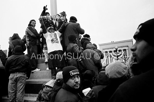 Baltimore, Maryland<br /> USA<br /> January 17, 2009<br /> <br /> US President-elect Barack Obama speaks to supporters at the War Memorial Plaza during his whistle stop train trip. A jubilant crowd greeted Obama for a pre-inaugural rally despite enduring hours of bone-chilling cold.