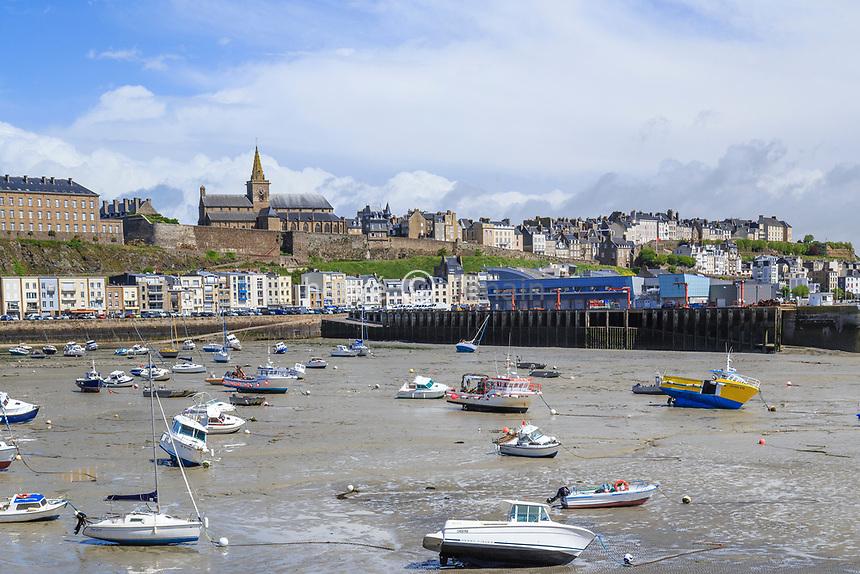 France, Manche (50), Cotentin, Granville, l'avant- port à marée basse // France, Manche, Cotentin Peninsula, Granville, port in low tide