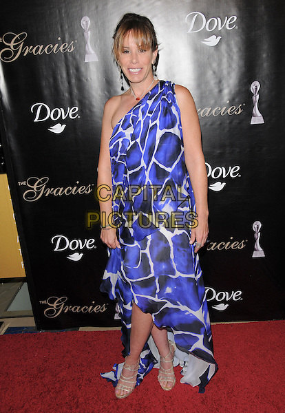 MELISSA RIVERS.The Gracie Awards Gala held at The Beverly Hilton Hotel in Beverly Hills, California, USA..May 25th, 2010           .full length purple blue white one shoulder print .CAP/RKE/DVS.©DVS/RockinExposures/Capital Pictures.