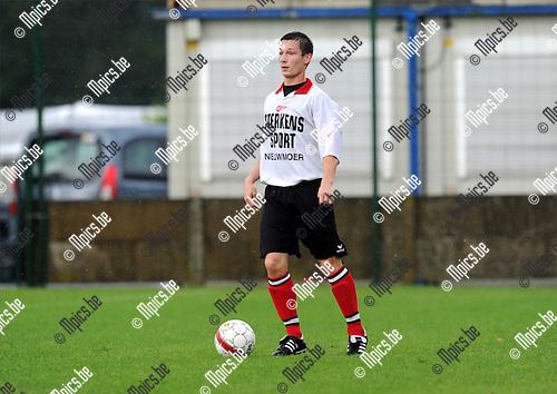 2011-07-24 / Voetbal / seizoen 2011-2012 / KFC Nieuwmoer / Sam Van den Broeck..Foto: mpics