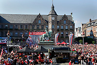 Duesseldorf, Germany, 2. Bundesliga, promotion to 1. Bundesliga of  Fortuna Duesseldorf, team celebrates at Rathausmarkt of Duesseldorf, 14.05.2018<br /> general view, Reiterdenkmal of  Jan Wellem.<br />