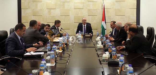 Palestinian Prime Minister Rami Hamdallah meets with Minister of Local Government and the head of the Energy Authority, in the West Bank city of Nablus on Sep. 06, 2015. Photo by Prime Minister Office