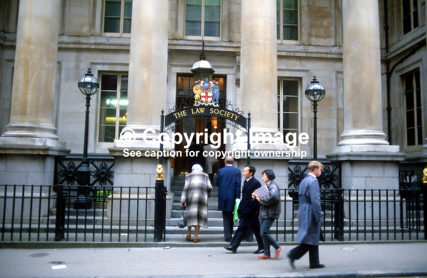 Law Society, Chancery Lane, London, UK, 19851109LS2..Copyright Image from Victor Patterson, 54 Dorchester Park, Belfast, UK, BT9 6RJ..Tel: +44 28 9066 1296.Mob: +44 7802 353836.Voicemail +44 20 8816 7153.Skype: victorpattersonbelfast.Email: victorpatterson@me.com.Email: victorpatterson@ireland.com (back-up)..IMPORTANT: If you wish to use this image or any other of my images please go to www.victorpatterson.com and click on the Terms & Conditions. Then contact me by email or phone with the reference number(s) of the image(s) concerned.