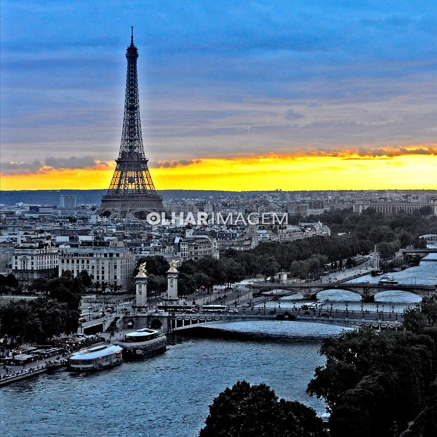 Rio Sena e Torre Eiffel em Paris. França. 2016. Foto de Juca Martins.