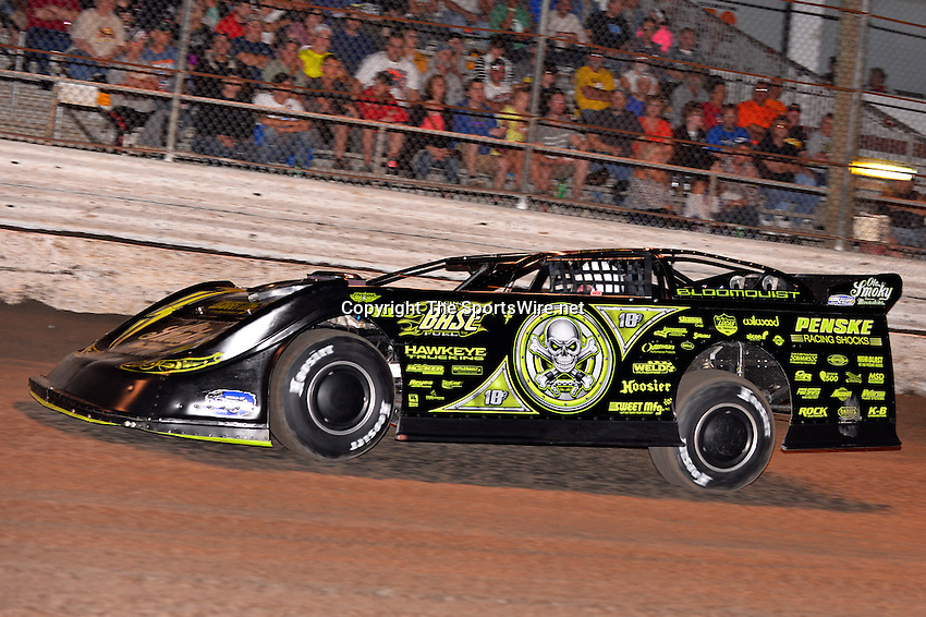 Feb 20, 2014; 7:01:47 PM;  Barberville, FL, USA;  World of Outlaws Late Model Series for 43rd Annual DIRTcar Nationals presented by Summit Racing Equipment at Volusia Speedway Park.  Mandatory Credit: (thesportswire.net)