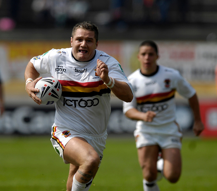 Photo: Jed Wee..Bradford Bulls v Huddersfield Giants. Carnegie Challenge Cup. 10/06/2007...Bradford's Terry Newton.
