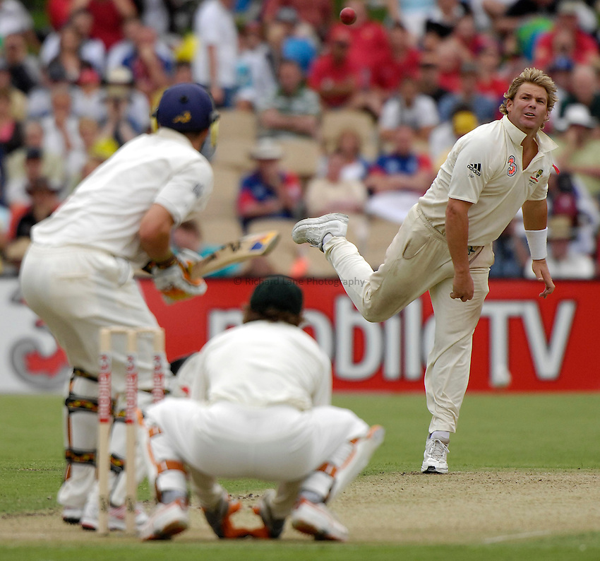 Photo: Steve Holland..3 mobile Test Series, The Ashes 2006/07, 2nd Test. 01/12/2006..Kevin Pietersen waits as Australia's Shane Warne bowls.