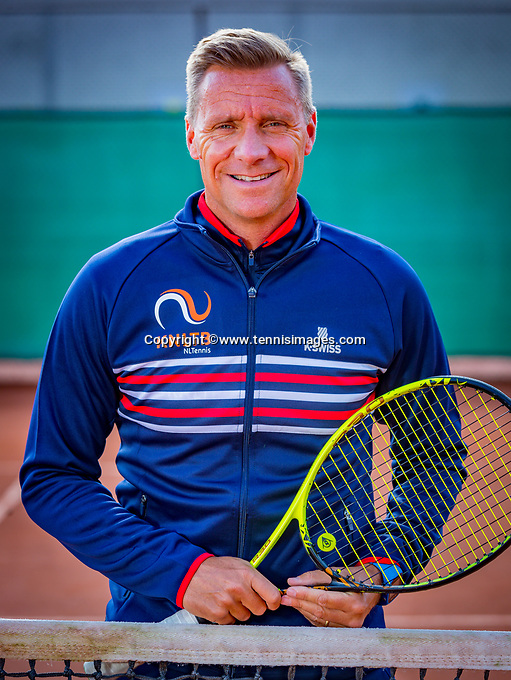 Almere, Netherlands, April 3, 2018, New clothes KSwiss for KNLTB staff, Coach Wheelchair tennis, Dennis Sporrel<br /> Photo: Tennisimages/Henk Koster