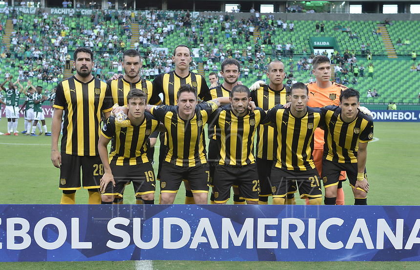 PALMIRA - COLOMBIA, 22-05-2019: Jugadores de Peñarol posan para una foto previo al e partido entre Deportivo Cali de Colombia y Club Atlético Peñarol de Uruguay por la segunda ronda de la Copa CONMEBOL Sudamericana 2019 jugado en el estadio Deportivo Cali de la ciudad de Palmira. / Players of Peñarol pose to a photo prior match between Deportivo Cali of Colombia and Club Atletico Peñarol of Uruguay for the second round as part Copa CONMEBOL Sudamericana 2019 played at Deportivo Cali stadium in Palmira city. Photo: VizzorImage / Alejandro Rosales / Cont