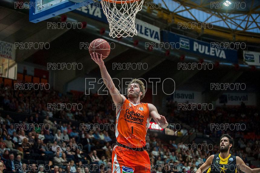 VALENCIA, SPAIN - APRIL 24: Jon Stefanson during ENDESA LEAGUE match between Valencia Basket Club and Iberostar Gran Canaria at Fonteta Stadium on April, 2016 in Valencia, Spain