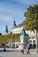 Oesterreich, Kaernten, Landeshauptstadt Klagenfurt: Neuer Platz mit Statue der Kaiserin Maria Theresia | Austria, Carinthia, district capital Klagenfurt: Neuer Platz - New Square - at downtown with statue of Empress Maria Theresia